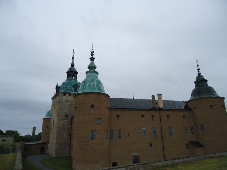 kalmar11 - the castle from the bank